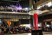 Επίδειξη λειτουργίας πηνίου Tesla και μουσική συναυλία Theremin